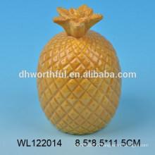 Precioso condimento de cerámica con diseño de piña