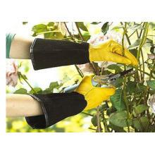 Langer Handschuh mit Handschuhen und Handschuhen aus schwarzem Leder und gelbem Handschuh