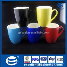 2015 taza de cerámica blanca al por mayor diferente color fuera de la nueva taza de China de hueso