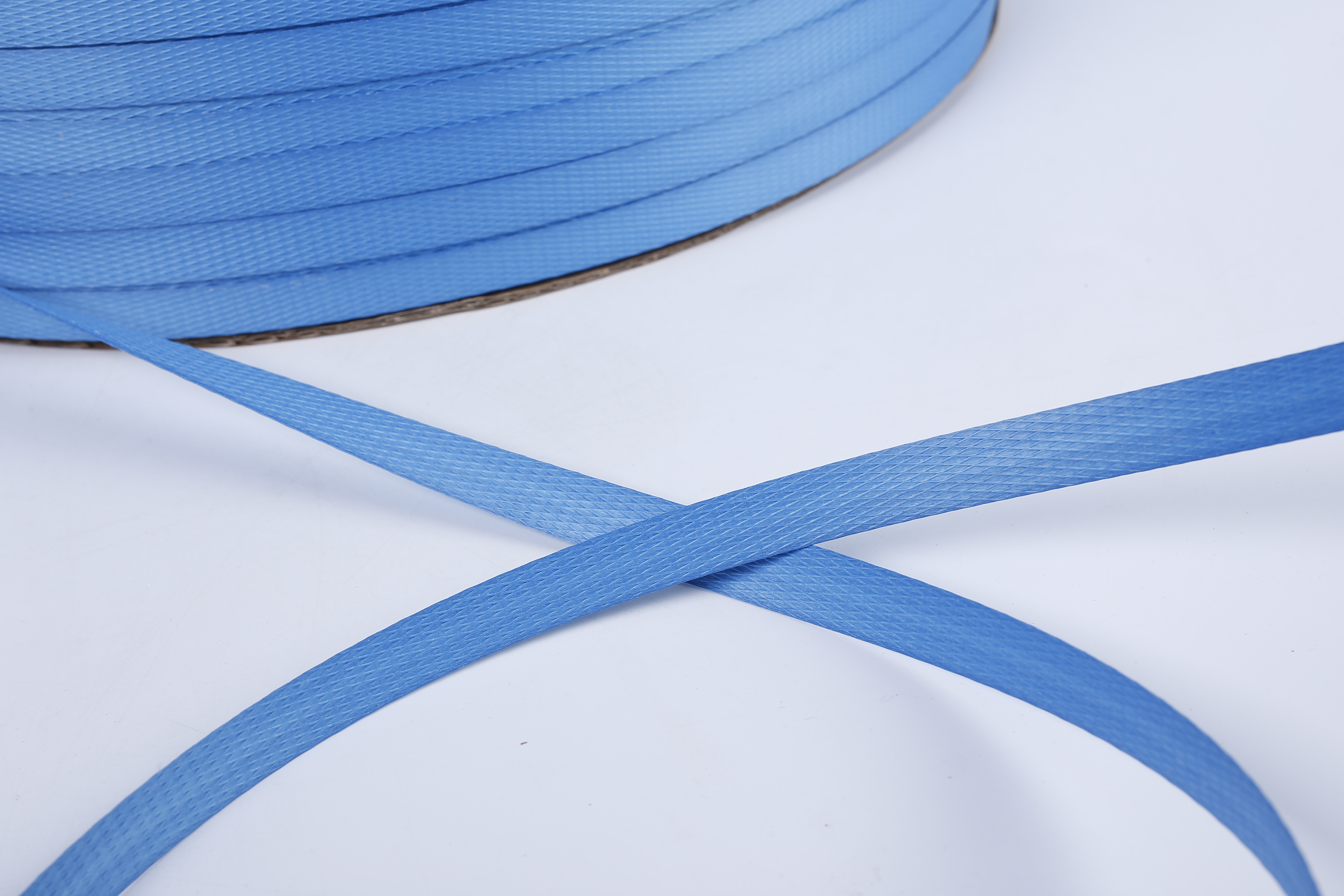 blue plastic strapping