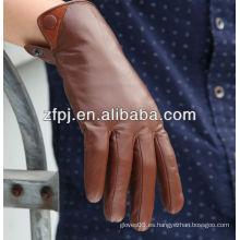 Italiano, hombres, vestidos, marrón, cuero, guantes, invierno