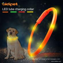 Colar de cão conduzido recarregável do tubo do Usb do silicone