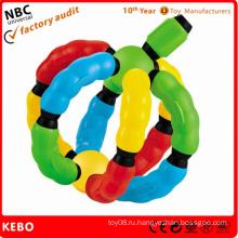 Новые пластмассовые игрушки
