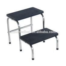 Доктор использование медицинской лестницы двухступенчатый стул