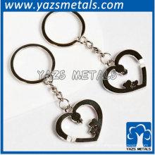 chaveiro metálico em forma de coração
