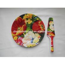 Feines keramisches Teller mit vollem Abziehbild