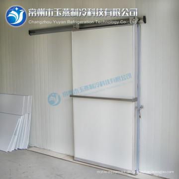 Gefrierschrank Tür zu Fuß in Tiefkühltruhe Tür