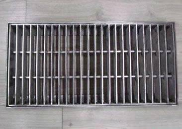 swage locked drainage trench grating