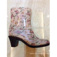 puntas de los zapatos de tacón alto del dedo del pie, cargadores de lluvia de medio