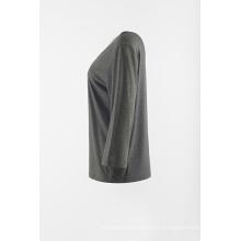Tshirt médio cinzento da luva com pescoço de V