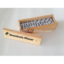 Jogo de blocos de dominó definido em caixa de madeira