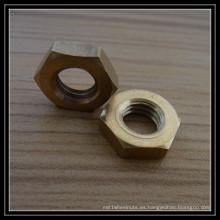 Tuerca de latón hexagonal