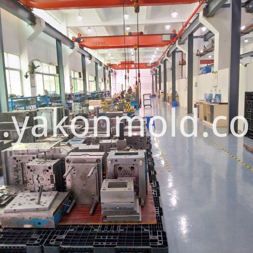Car spare plastic injection mold