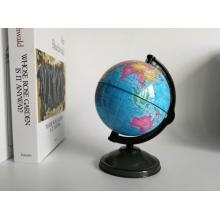 Globo de caixa de dinheiro pequeno com mapa-múndi azul