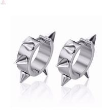 Última moda modelo barato hecho en pendientes de acero inoxidable de China