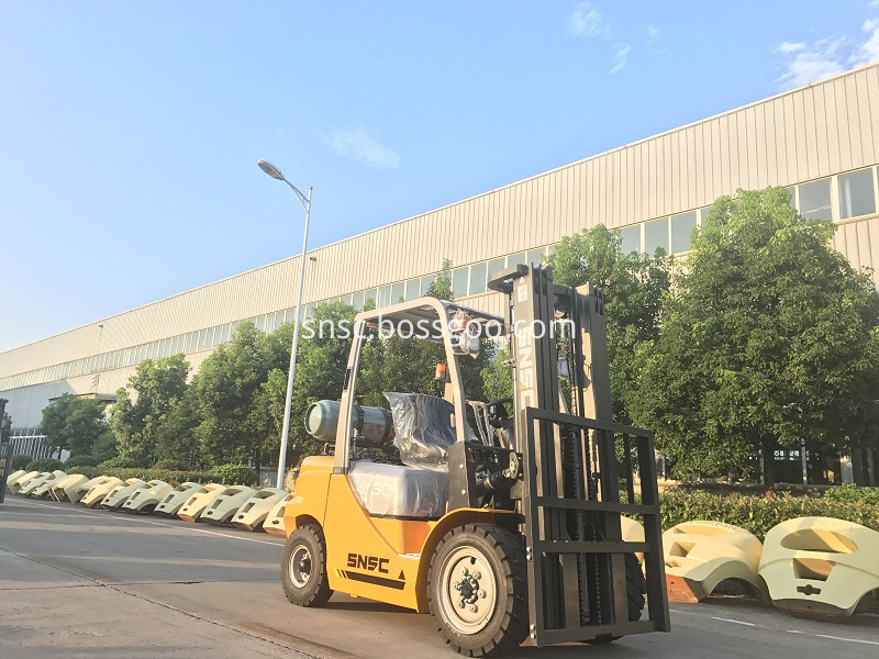 4pcs 3t gas forklift to MEXICO from sheri (9)