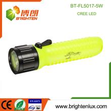 Factory Wholesale ABS Plastique 4AA Batterie 5watt Emergency Diving Cree Led Light Meilleur Bright Lampe de poche bon marché