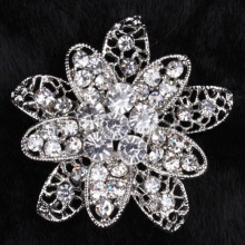 The latest popular fashion jewelry Crystal brooch Rhinestone metal alloy brooch for wedding and party wholesale