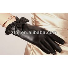 lady's winter docorating gloves leather