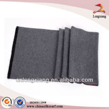 Écharpe tissée en soie à double plume