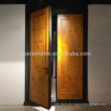 Sicherheitstüren Häuser Außen Panel Tür Design knorrigen Erle Holztür mit Kupfer Tack Dekoration Stahl gerahmt
