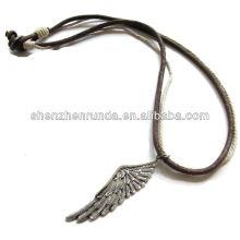 Proveedor alibaba 2014 necklae de cuero con alas del ángel, collar de la manera
