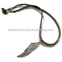 Alibaba fornecedor 2014 necklae de couro com asas do anjo, colar da forma