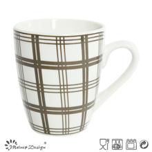 Porcelana blanca con la taza de café comprobada calcomanías