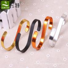 cintres en S en métal pour magasins de vêtements