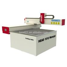 5-Achs-CNC-Wasserstrahl-Schneidemaschine arbeitet