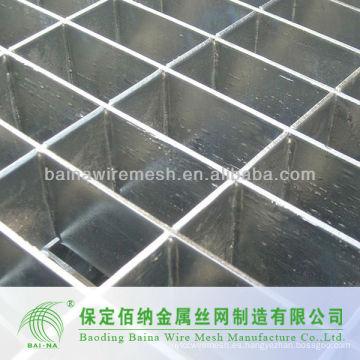 Granallado de acero de alta calidad cercado en el edificio
