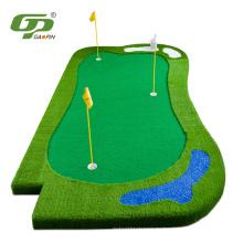 Изготовленный на заказ поле для мини-гольфа с искусственным зеленым ковриком