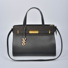 Bolsa elegante e grande com acabamento em couro de crocodilo