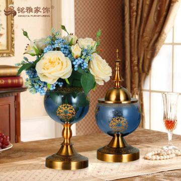 Vases en verre décoratifs anciens avec base en métal