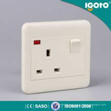 3 * 3 13A Switched Socket con neón