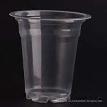 Copos bebendo descartáveis dos PP transparentes para a água