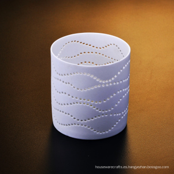 Candelero de cerámica perforado del té de la luz