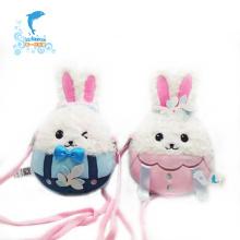 Preciosa mochila de conejo de felpa