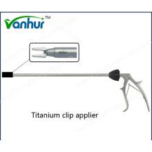 Applicateur de clip en titane pour instruments chirurgicaux