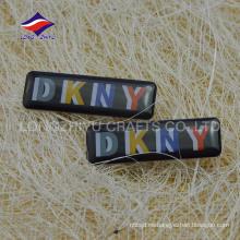 La insignia de encargo profesional de la compañía empaqueta la insignia
