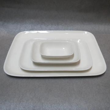 Assiettes carrées en porcelaine blanche