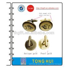Punho de metal com revestimento dourado antigo