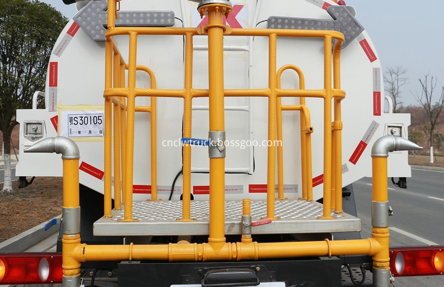 water spray truck details 3