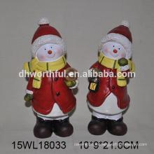 Estatuilla de cerámica hecha a mano al por mayor del muñeco de nieve para la decoración de la Navidad