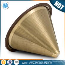 el oro recubierto de titanio vierte sobre el colador del cono / filtro de café en forma de cono