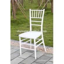 PC Chiavari chaise en résine blanche pour un design effilé