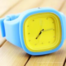 China Fabrik Bunte Kunststoff Silizium Uhr Uhren Bild Förderung Geschenk Sport Schwarz Armbanduhren CE ROHS
