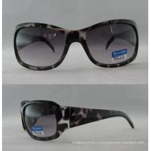 Женские солнцезащитные очки с классическим дизайном P01024