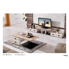 Table de salle à manger moderne à la maison