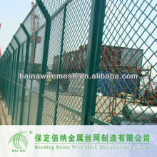 Large Expanded Mesh Barrier